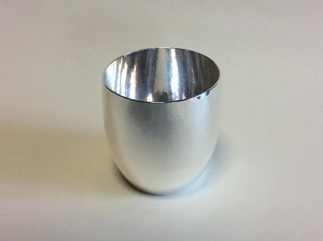 ブログ用銀のビアカップ.jpg